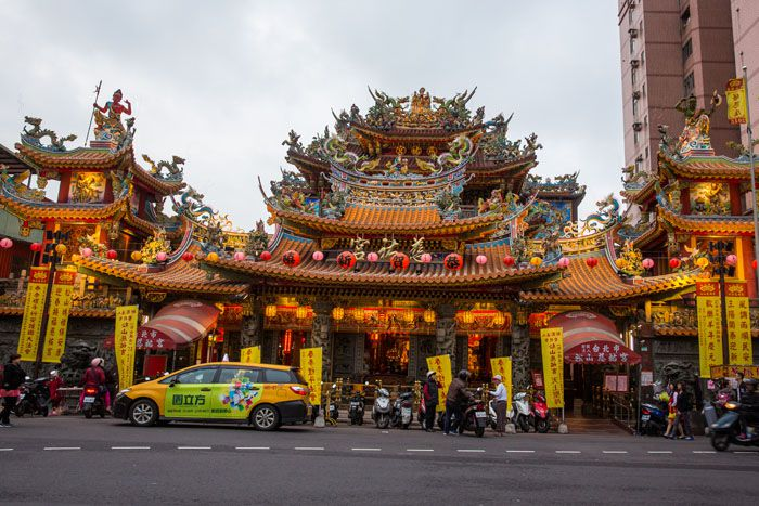 Temple Near Raohe Market