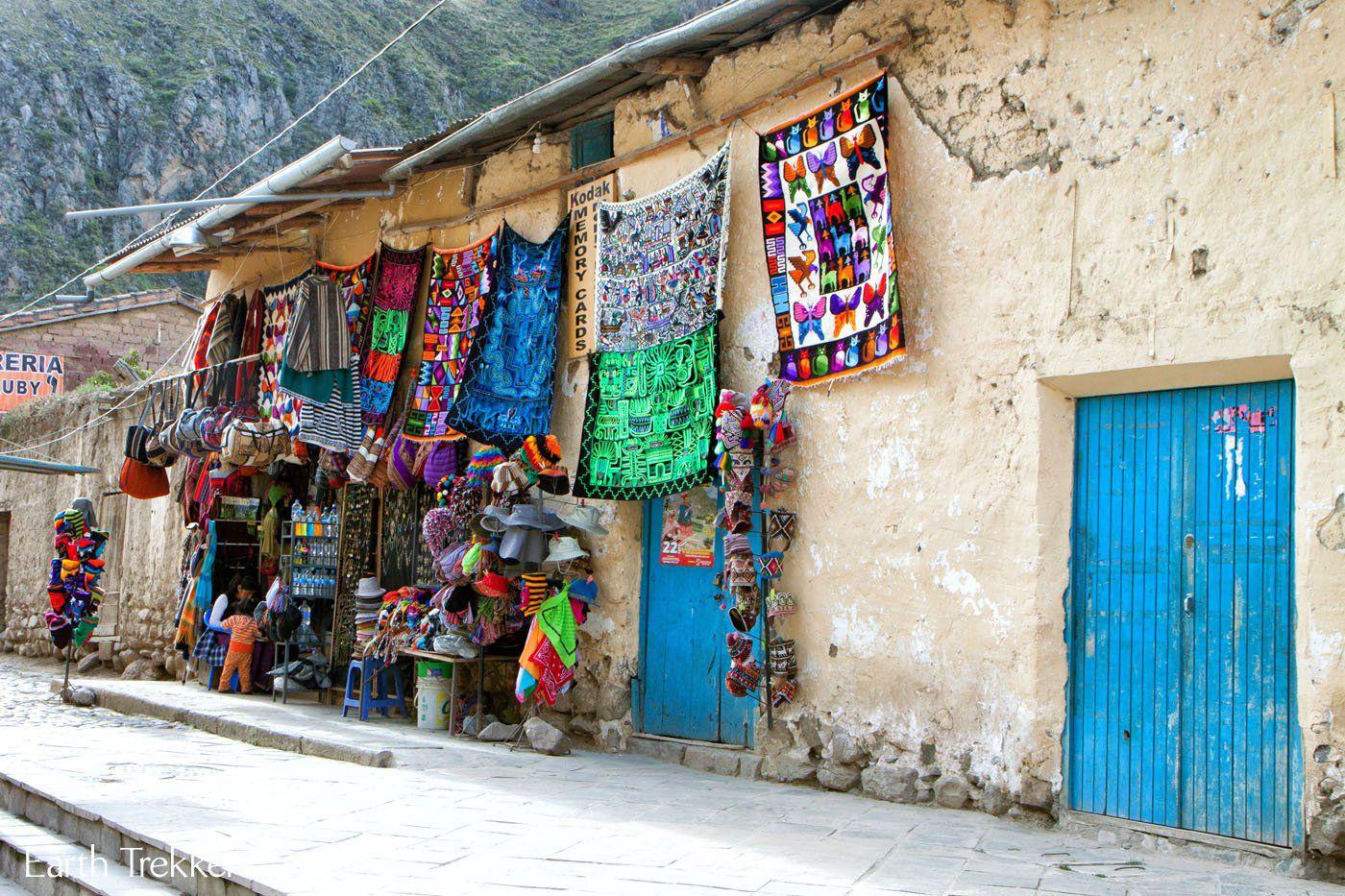 Market in Ollantaytambo