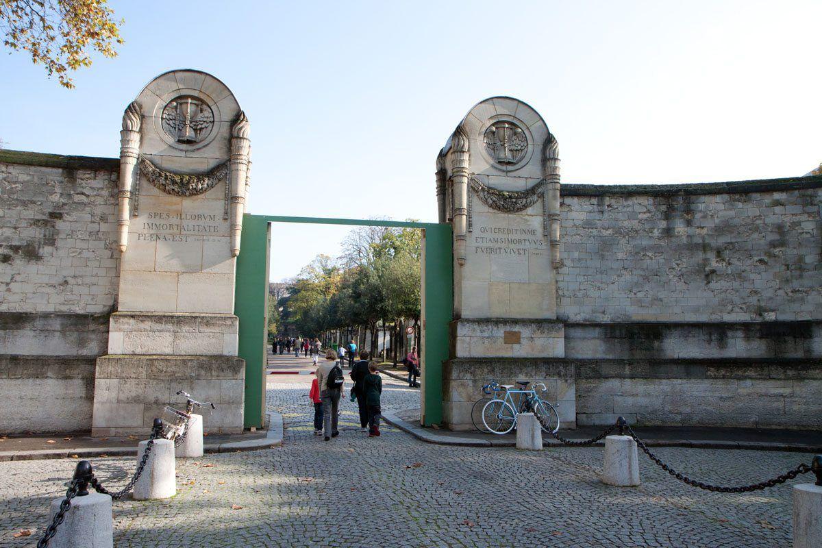 Pere Lachaise Entrance