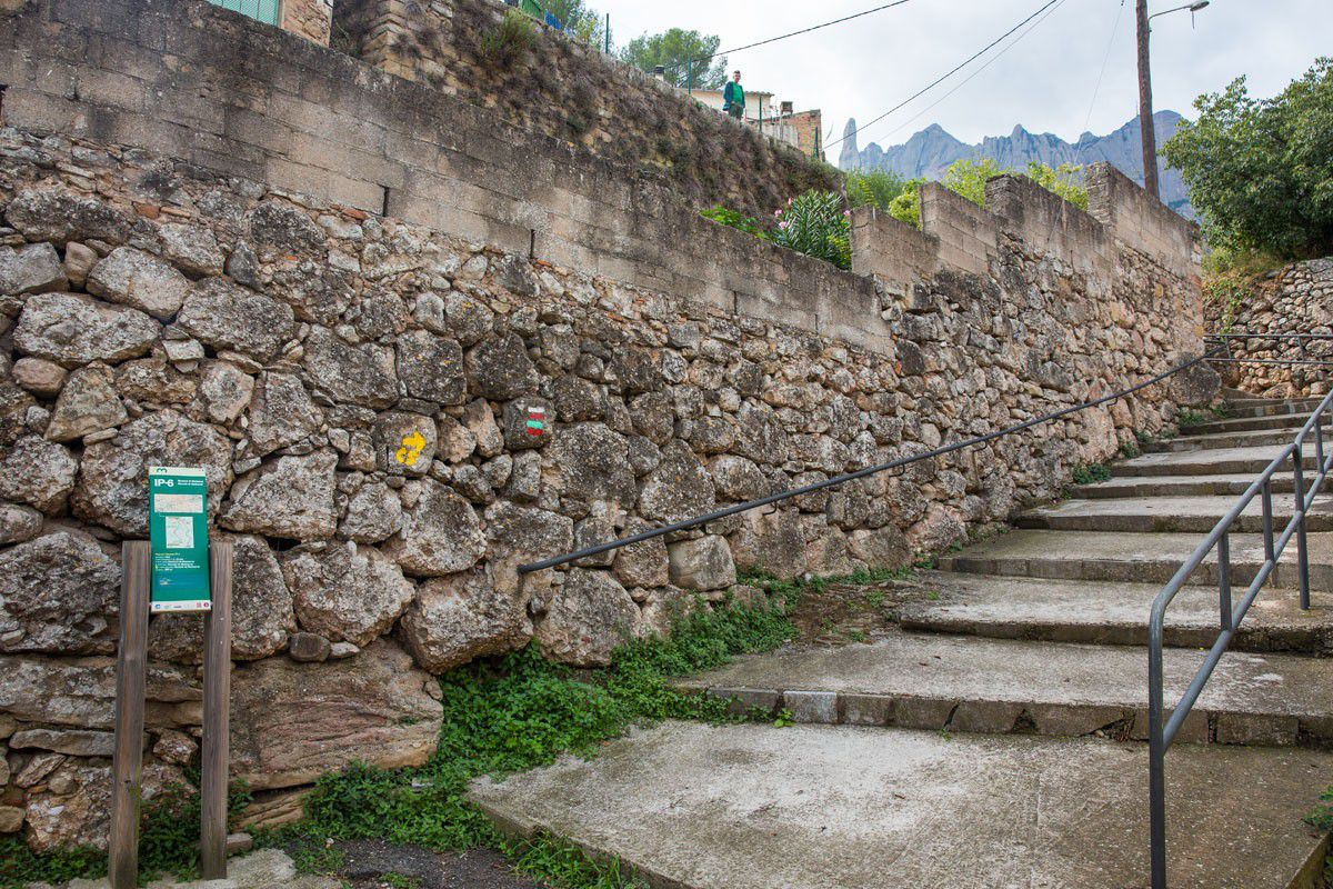 To the Montserrat hiking trail