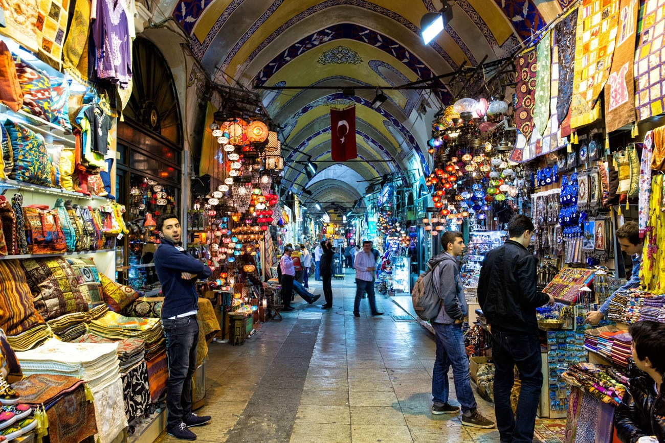 Shopping In The Grand Bazaar Istanbul Earth Trekkers