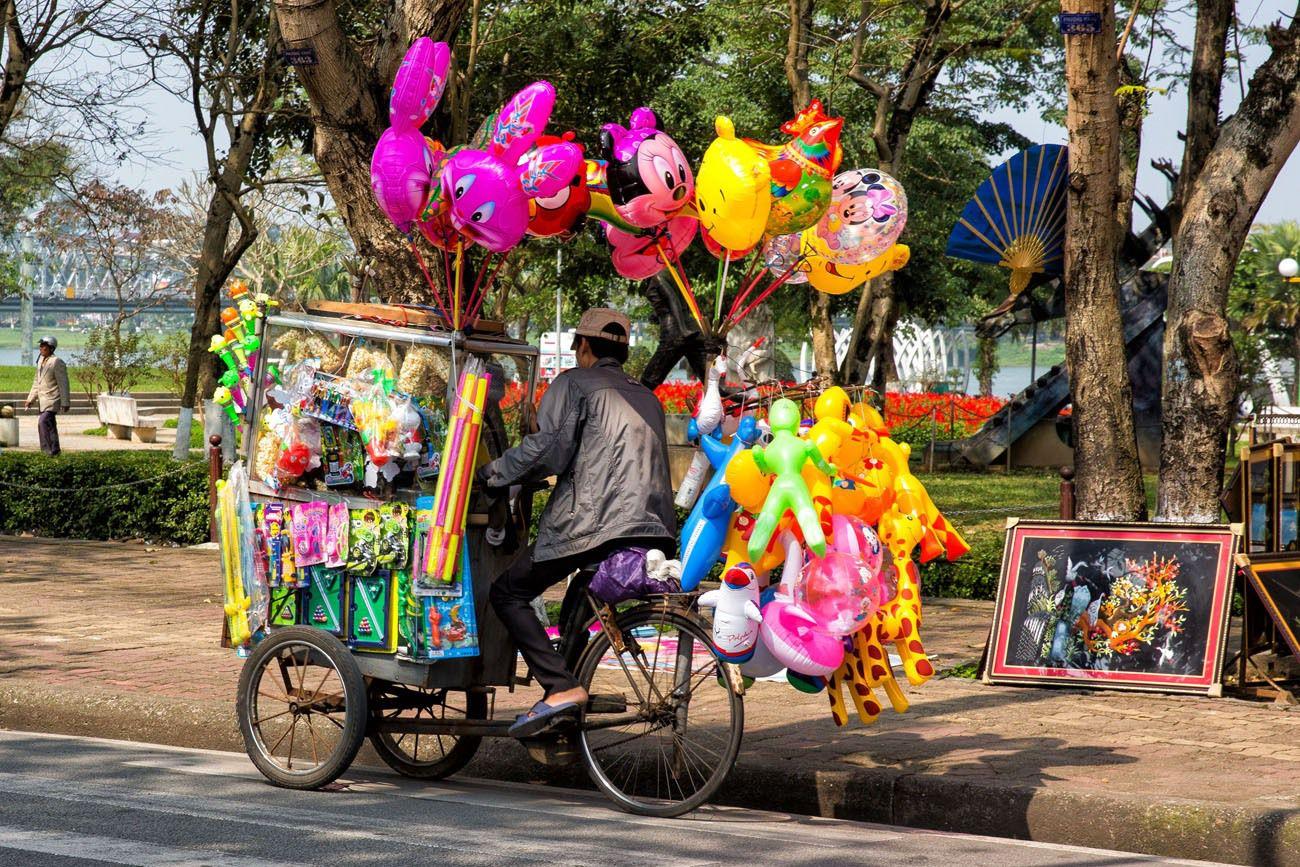 Balloons on a rickshaw