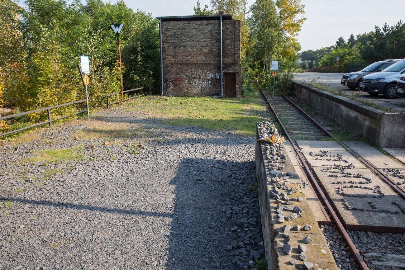 Memorial 17 Platform