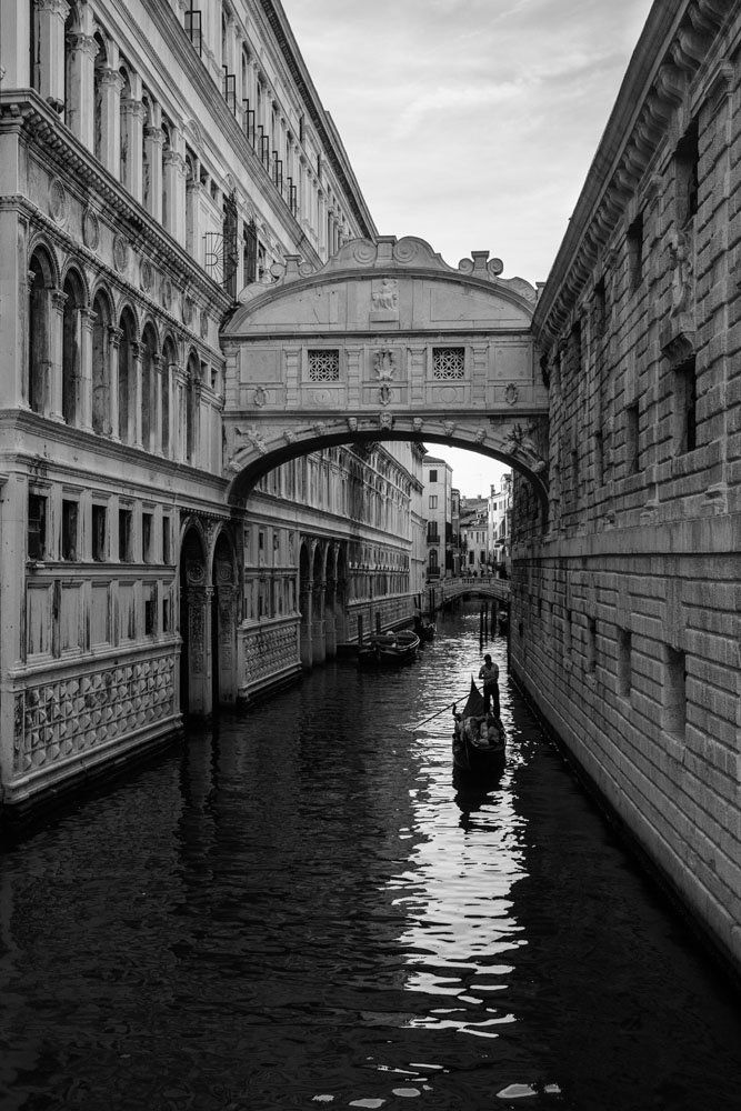 Bridge of Sighs in black and white