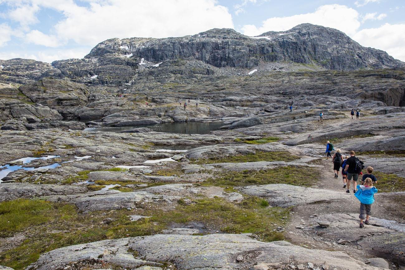 Trail to Trolltunga