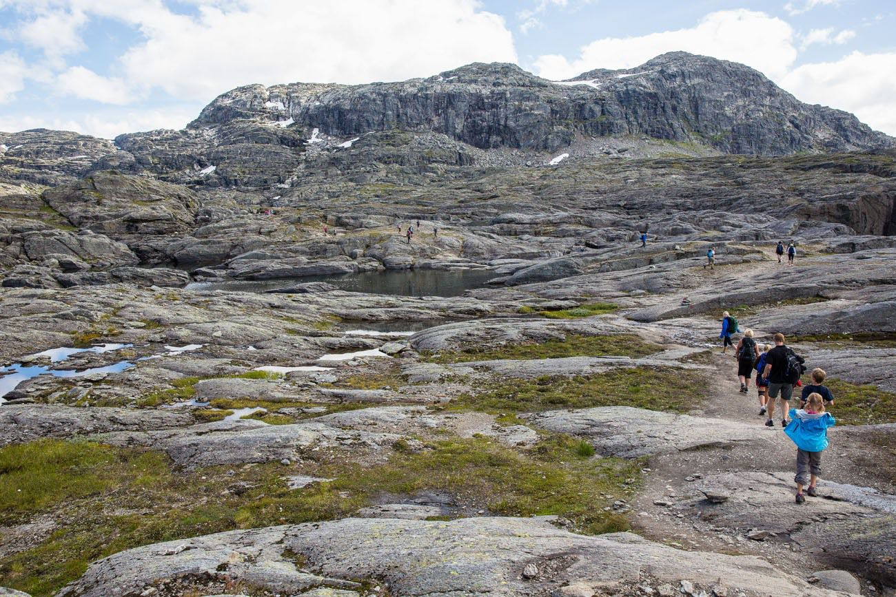 Trail to Trolltunga