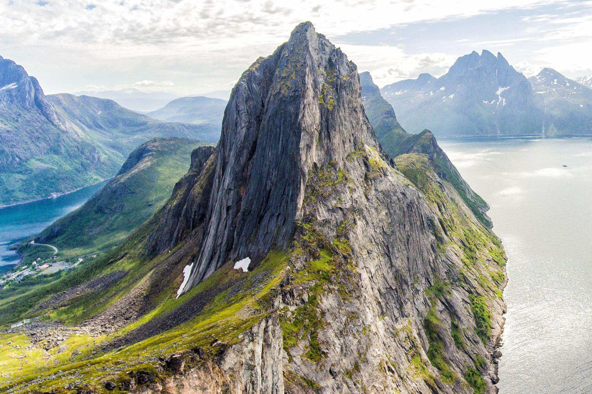 2d860f19c44c7f How to Hike Segla, One of Senja's Most Popular Hikes | Earth Trekkers