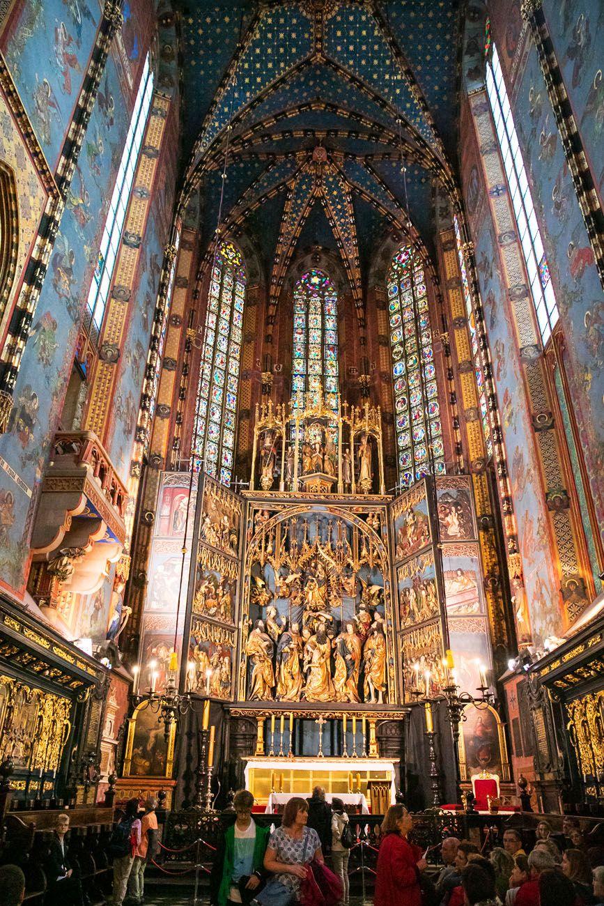 Inside-St-Marys-Basilica.jpg.optimal ▷ 3 días en Cracovia: el itinerario perfecto para tu primera visita