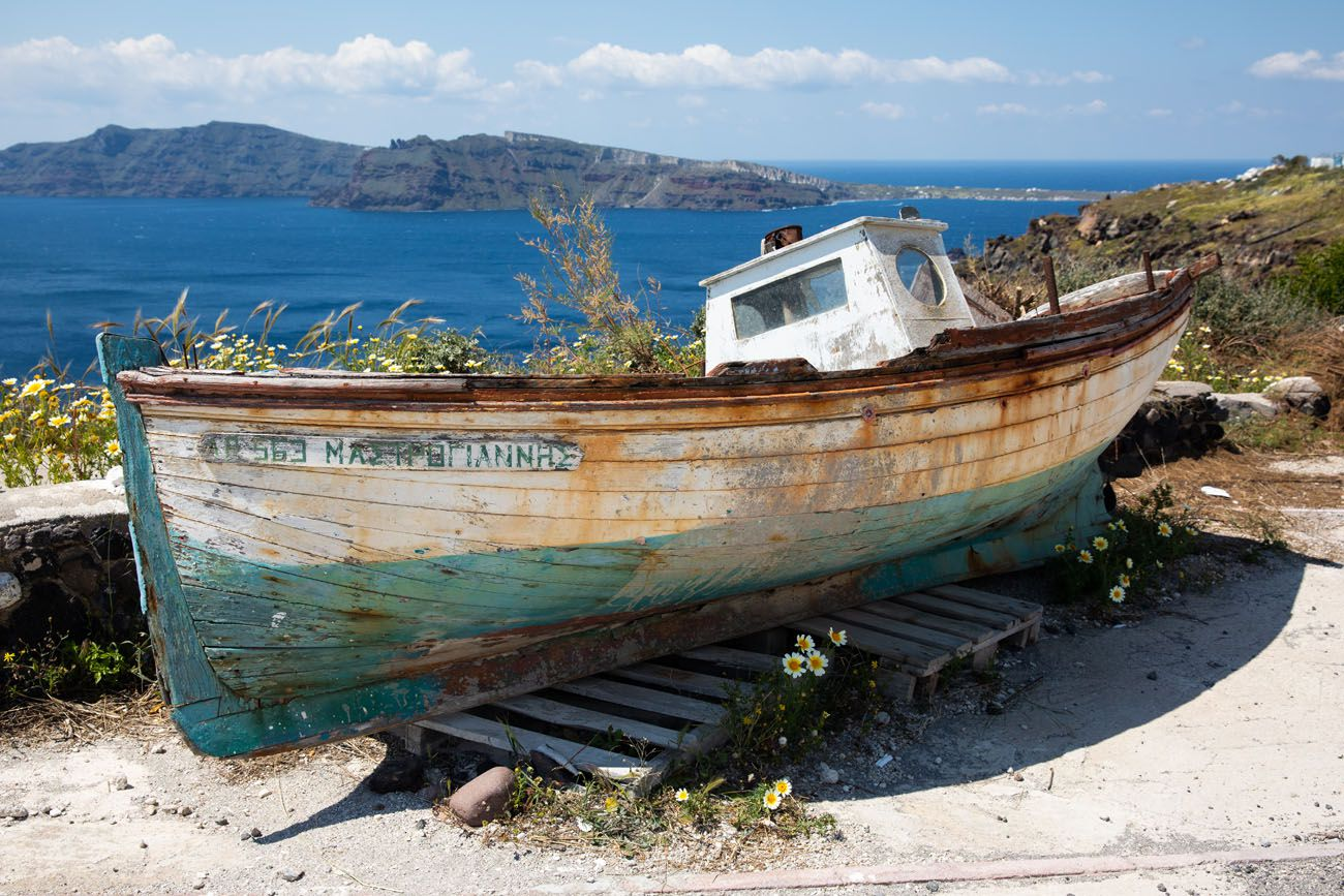 Old-Boat.jpg.optimal ▷ Cómo caminar de Fira a Oia, el paseo más hermoso en Santorini