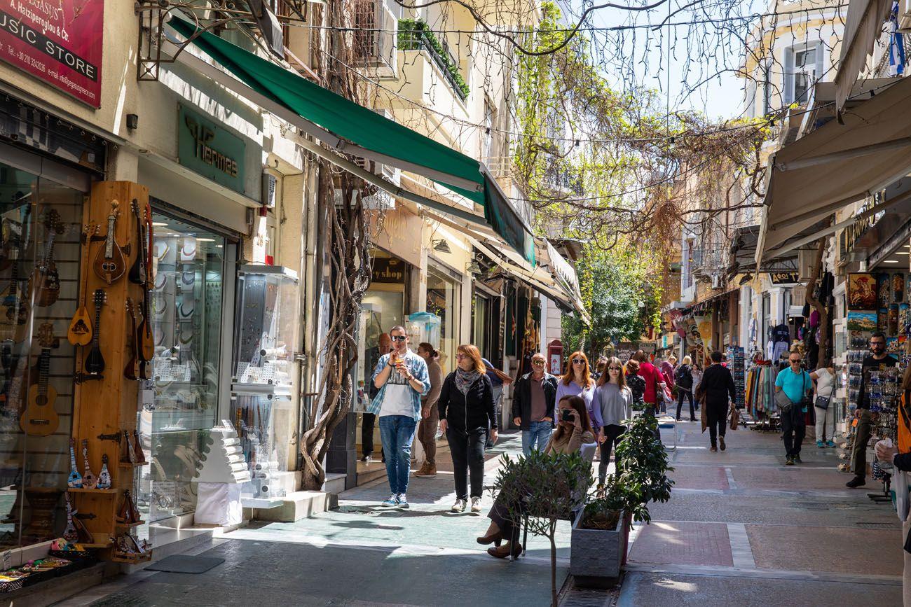 Plaka.jpg.optimal ▷ Atenas Bucket List: 20 mejores cosas que hacer en Atenas, Grecia
