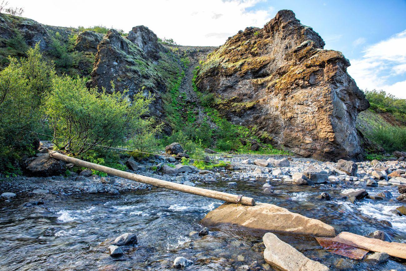 Glymur-River-Crossing-Log.jpg.optimal ▷ Cascada de Glymur: la guía completa de senderismo