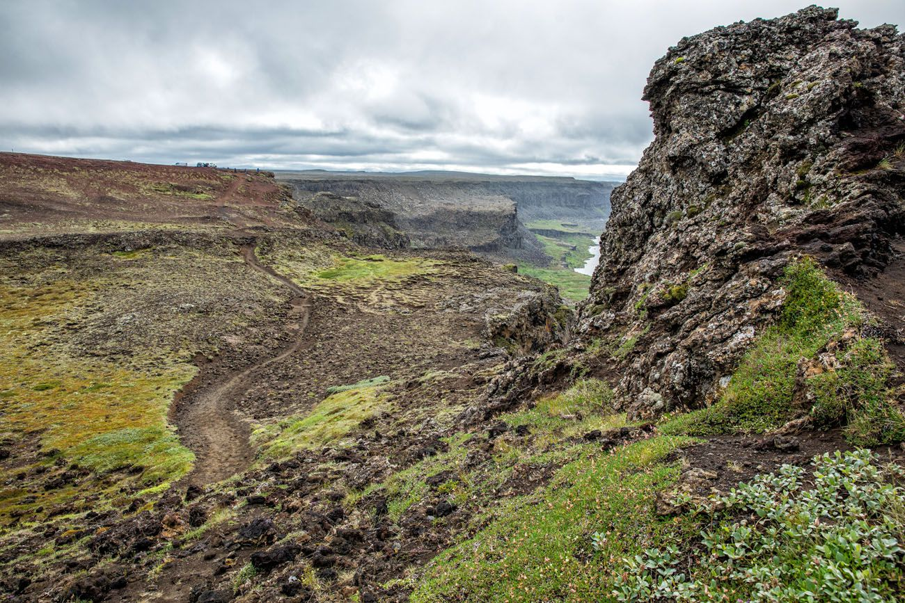 Trail to Hafragilsfoss