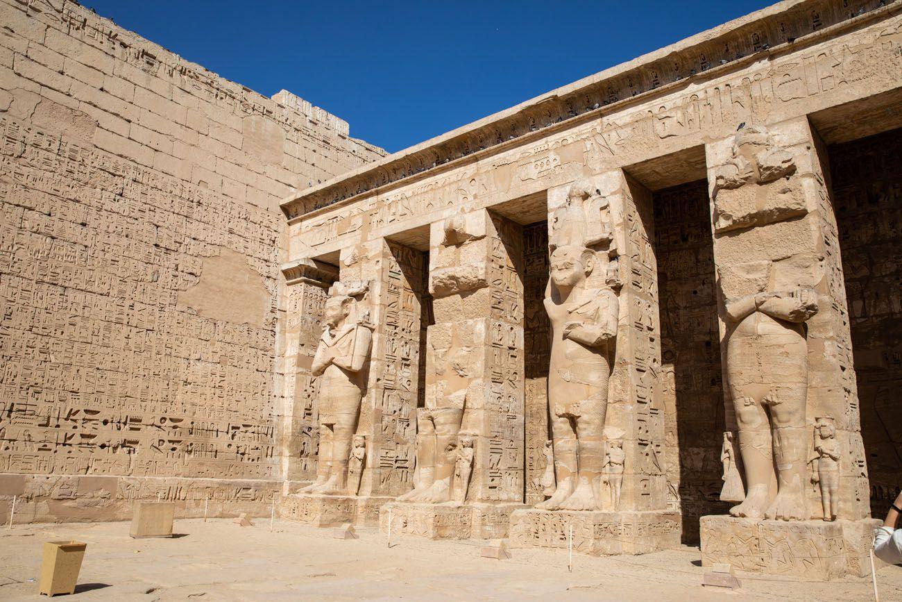 Statues Medinet Habu